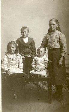 Mabel, Harold, Vincent and Cissie Ormondroyd